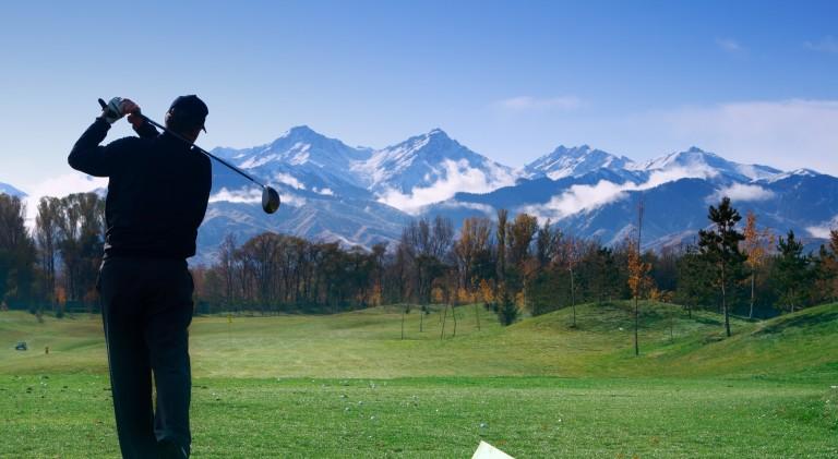 Golfing-in-Summit-County.jpeg