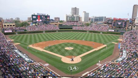 Wrigley_Field_on_July_24,_2015.jpg
